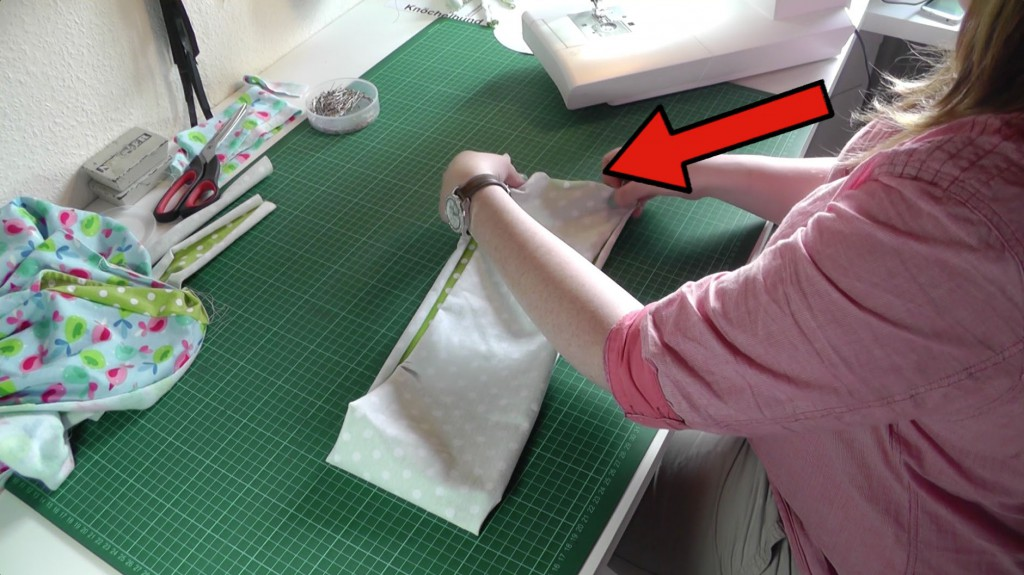 Hosenbund mittig falten und zusammen nähen.