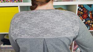 Spitzenstoff als Schulterpasse